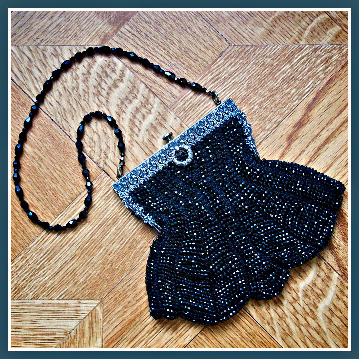 How to Knit A Purse with Antique Style, Cut Glass Beads